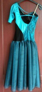 robe turquoise dos